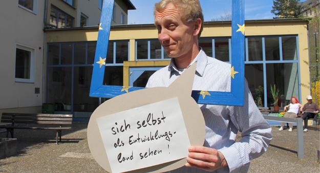 Jochen, Politikwissenschaftler, forscht zum Thema Glück & Nachhaltigkeit