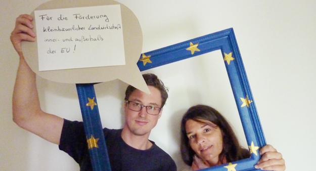 Sabrina & Christoph (VENRO) bei der Fotoaktion in Berlin