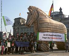 Weitblick-Bild 2/14: Demo gegen TTIP